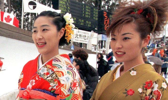 Japanerinnen im Kimono