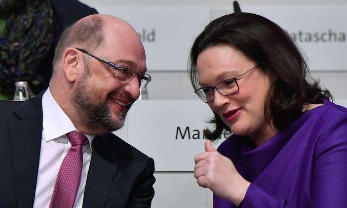 Andrea Nahles und Martin Schulz versuchen die Koalitionsverhandlungen mit der Union gegen die Parteilinke Jugend durchzusetzen.