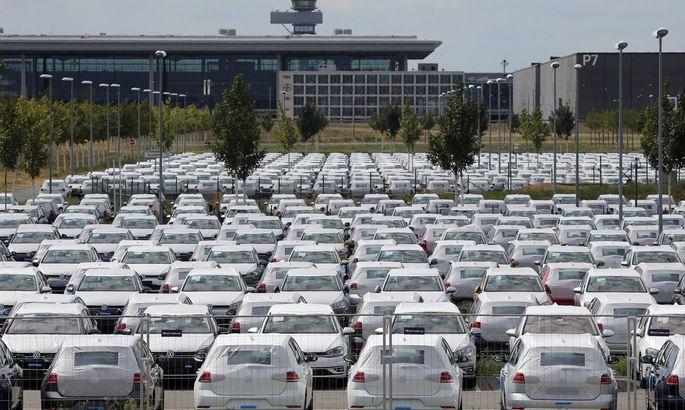 Die Autoindustrie möchte ihre gewaltigen strukturellen Überkapazitäten mit Staatsgeld für Autokäufer abfedern.