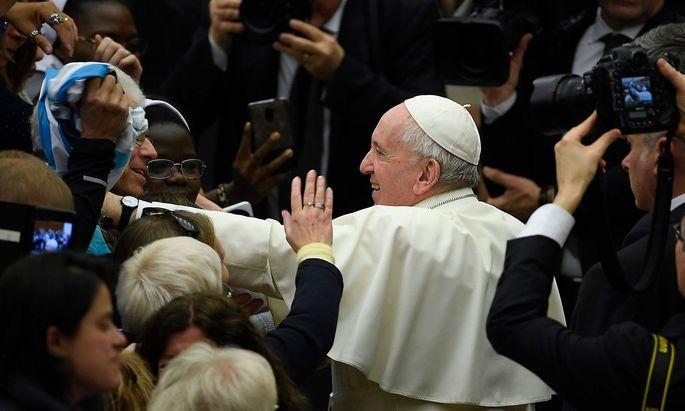 Der Vatikan veröffentlichte das postsynodale Schreiben des Papstes (hier im Bild bei der Generalaudienz am Mittwoch).