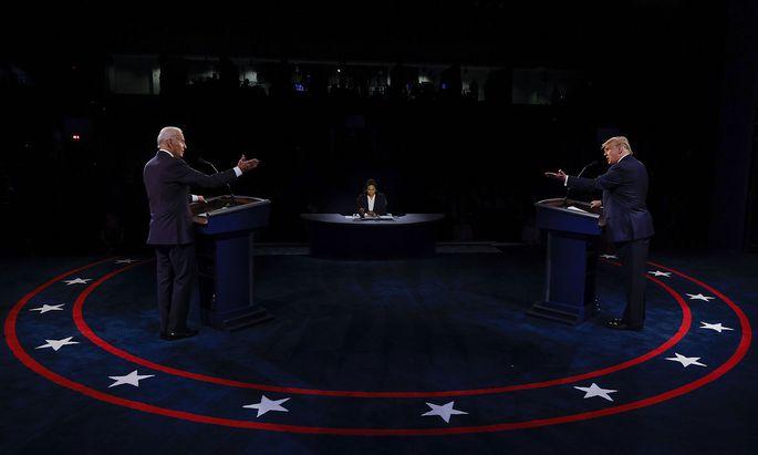 Schnappschuss aus der letzten von zwei Fernseh-Debatte zwischen Trump (re.) und Biden vom 22. Oktober.