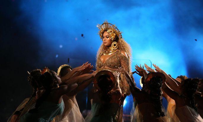Die Pop-Queen - hier bei den Grammys 2017 - hat seit vier Jahren ihr eigenes Modelabel
