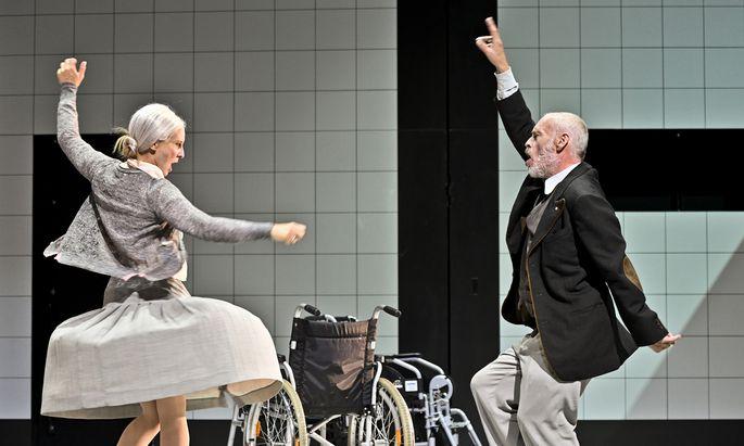 So was von lebendig! Maria Köstlinger und Johannes Krisch befeuern ein neues Turrini-Drama.