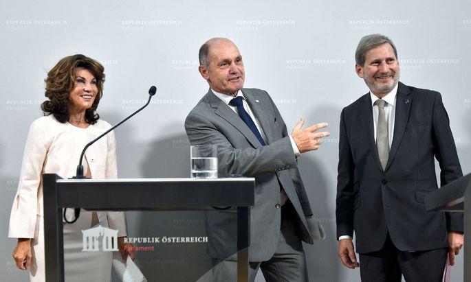 Kanzlerin Brigitte Bierlein, Nationalratspräsident Wolfgang Sobotka und EU-Kommissar Johannes Hahn