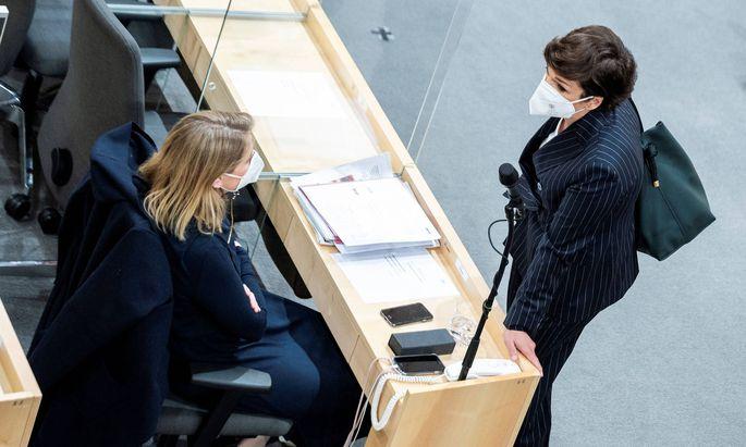 Beate Meinl-Reisinger (Neos) und Pamela Rendi-Wagner (SPÖ)