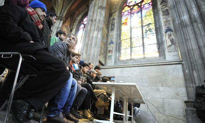 Die Pressekonferenz der Asylwerber Freitagmittag in der Votivkirche.