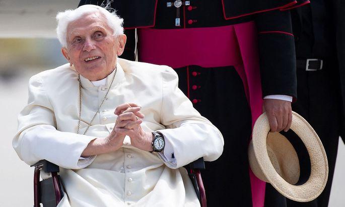 Archivbild vom Juni 2020. Mittlerweile ist Joseph Ratzinger 70 Jahre Priester, er wurde 1951 gemeinsam mit seinem Bruder zum Priester geweiht.