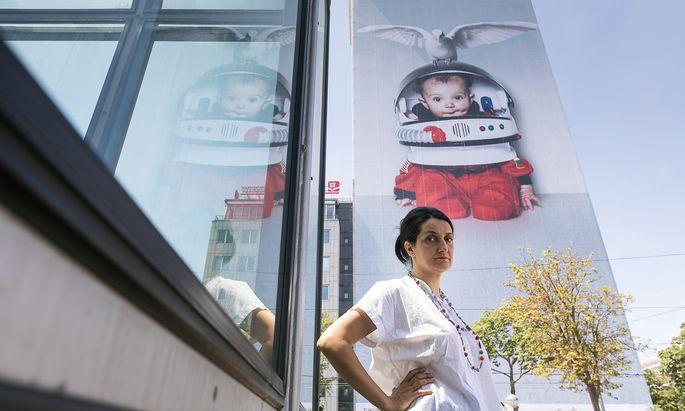 Künstlerin Daniela Kostova hat heuer den Wiener Ringturm gestaltet.