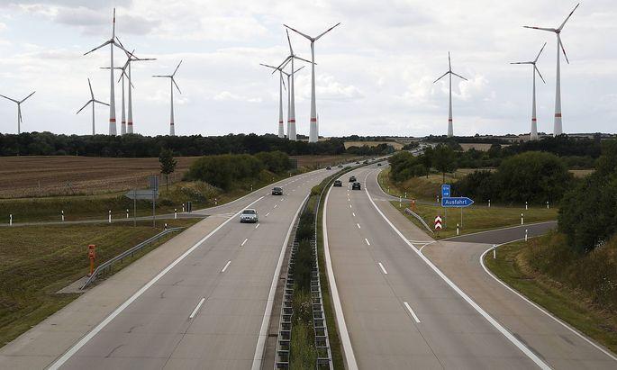 Archivbild: Eine Autobahn in der Uckermark