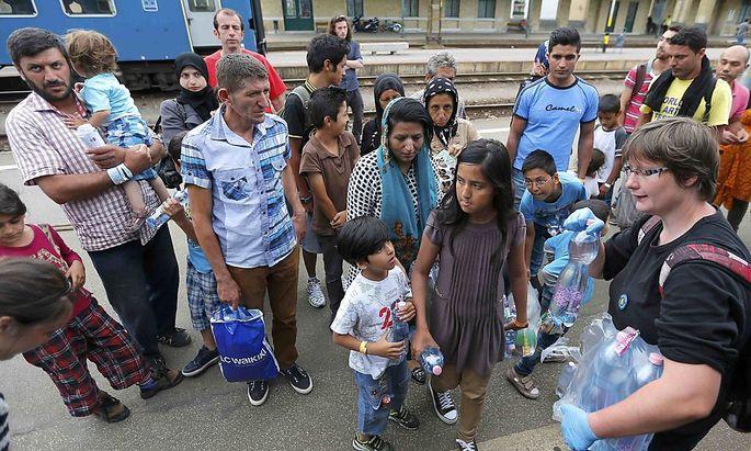 Flüchtlinge kommen im ungarischen Szeged an