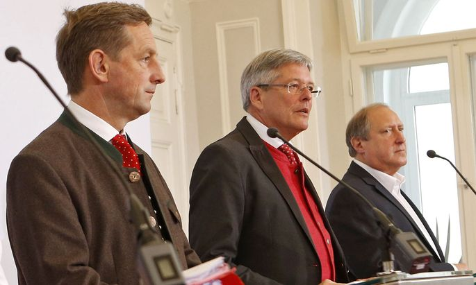 Landesrat Christian Benger (ÖVP), Kärntens Landeshauptmann Peter Kaiser (SPÖ) und Grün-Landesrat Rolf Holub