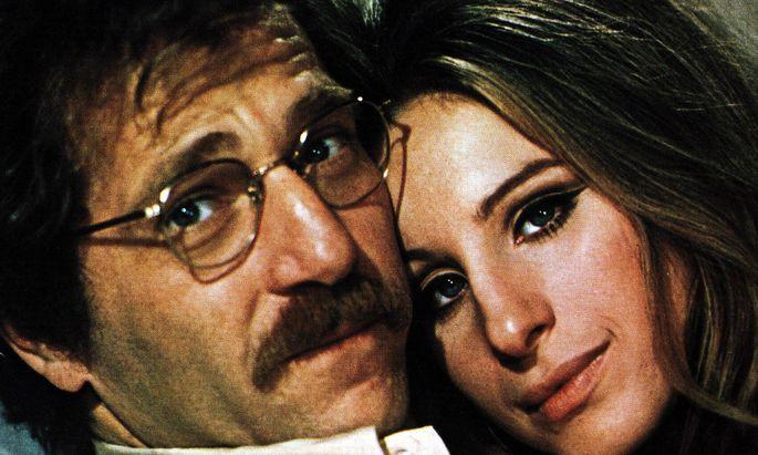 """George Segal mit Barbra Streisand in """"Die Eule und das Kätzchen"""" (1970)."""