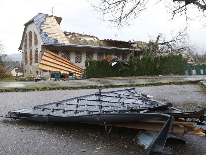 Klassischer Sturmschaden: abgedecktes Dach (hier in Kärnten 2018).