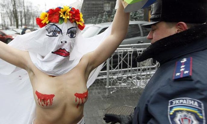 Ukraine Zweck heiligt Brust
