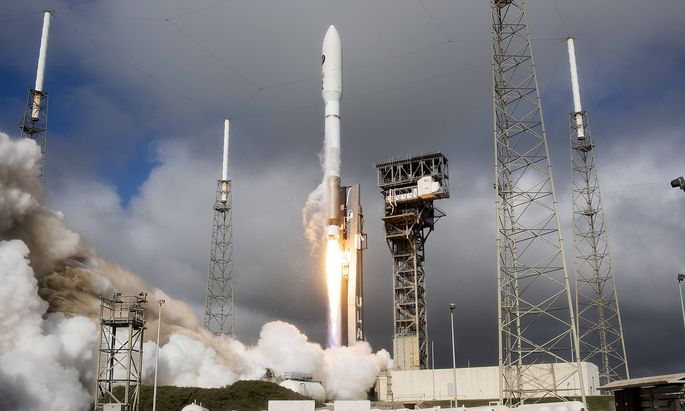 News Bilder des Tages A United Launch Alliance Atlas V rocket lifts off at 9:14 AM for Space Force from Complex 41 at th