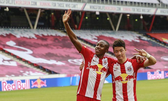 Hee-chan Hwang (rechts) wechselt zu Leipzig. Wie lange bleibt Enock Mwepu (links) in Salzburg?
