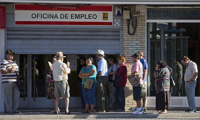 Spanish Job Center Ahead Of Employment Figures