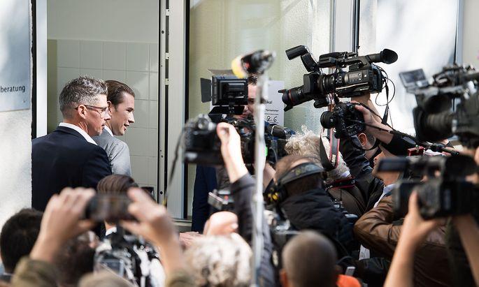 Das Ergebnis der Wahl ist ein Triumph für Sebastian Kurz (Im Bild vor der Stimmabgabe am Sonntag).