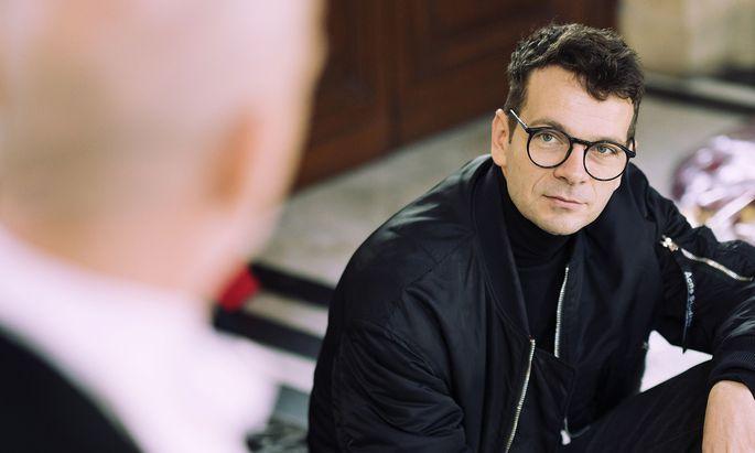 """""""Ich hatte eine orgiastische, fast sexuelle Begegnung in meinem Kopf"""", sagt der deutsche Regisseur Robert Borgmann über die erste Lektüre von Elfriede Jelineks neuem Stück """"Schwarzwasser""""."""