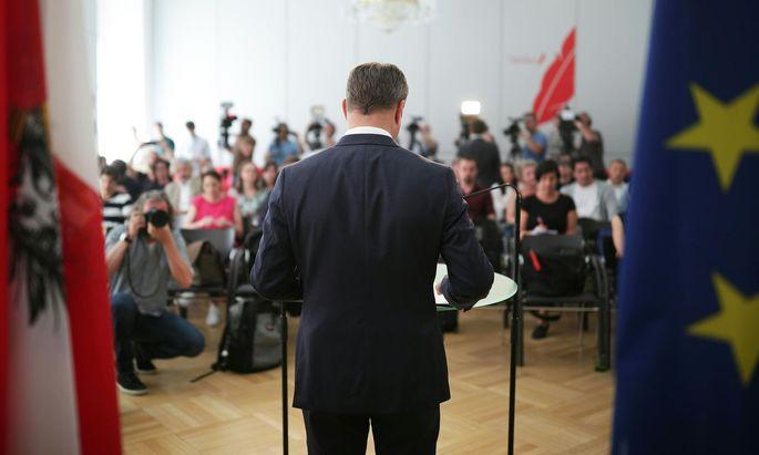 Montag, zwölf Uhr. Presseclub Concordia: Neos-Klubobmann Matthias Strolz verkündet seinen politischen Abschied. Ende Juni geht er als Parteichef, im Herbst verlässt er das Parlament. [