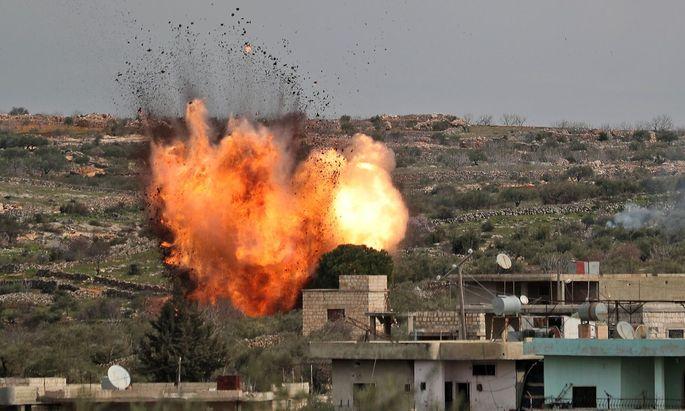 Regierungstruppen mit russischer Hilfe auf dem Vormarsch: Das Bild zeigt einen russischen Luftangriff auf das Dorf el-Baraon in einem Dorf im Süden der syrischen Provinz Idlib