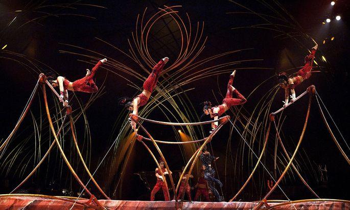 Artisten des Cirque bei einem Auftritt in Montreal