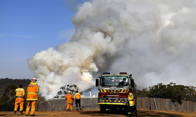 Rauch steigt in der Nähe von Penrose im australischen Bundesstaat New South Wales auf.