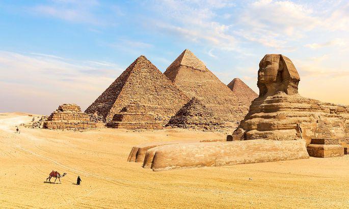 Die Pyramiden und die Sphinx von Gizeh dürfen bei einem Besuch in Kairo nicht fehlen.