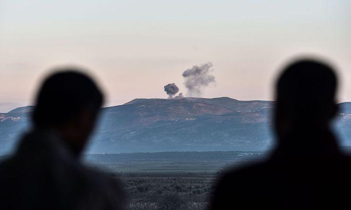 Die Türkei fliegt Luftangriffe auf kurdische Stellungen in der syrischen Region Afrin.