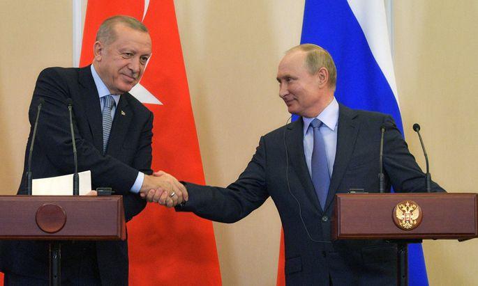 Schwierige Verhandlungen der Staatschefs. Wladimir Putin empfing am Dienstag Recep Tayyip Erdoğan in Sotschi.