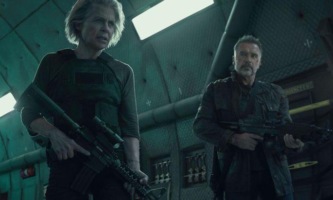 """Linda Hamilton als Action-Oma Sarah Connor in """"Terminator: Dark Fate"""": Ein bisschen lächerlich, keine Frage – aber nicht lächerlicher als Action-Opa Schwarzenegger. Von der Bedrohlichkeit seiner Achtzigerjahre-Glanzrolle ist wenig übrig."""
