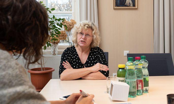 """Sabine Seidler im Gespräch mit """"Presse""""-Redakteurin Bernadette Bayrhammer"""