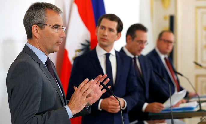 Finanzminister Hartwig Löger, Kanzler Sebastian Kurz, Vizekanzler Heinz Christian Strache und Staatssekretär Hubert Fuchs