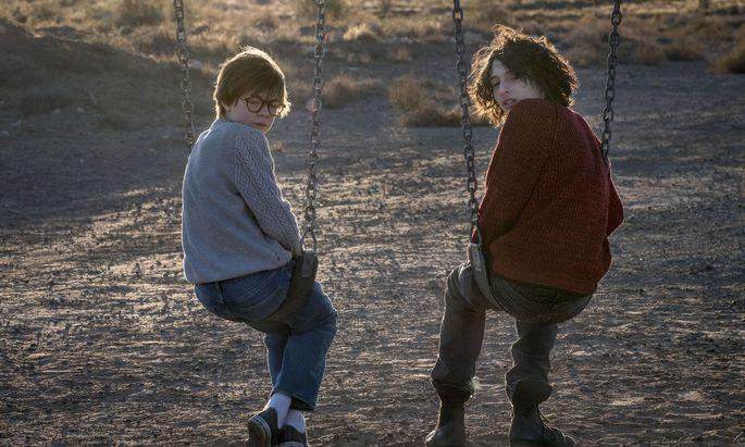 Theo (Oakes Fegley) und Boris (Finn Wolfhard) verbindet eine innige, gefährliche Freundschaft.