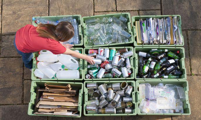 """Altstoff-Sammlungen sind Teil der """"sozioökonomischen Zirkularität"""": Nichterneuerbare Materialien werden durch Recycling in der Wirtschaft im Kreis geführt."""