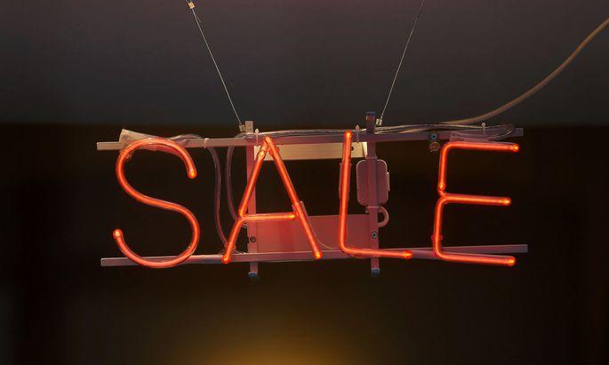"""Welchen Unterschied macht es für Kundinnen und Kunden, ob im Schaufenster """"Sale"""" oder """"Ausverkauf"""" steht?"""