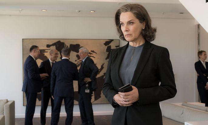 Christelle Leblanc (Désirée Nosbusch) wird von der Männerrunde des Vorstands ausgeschlossen.