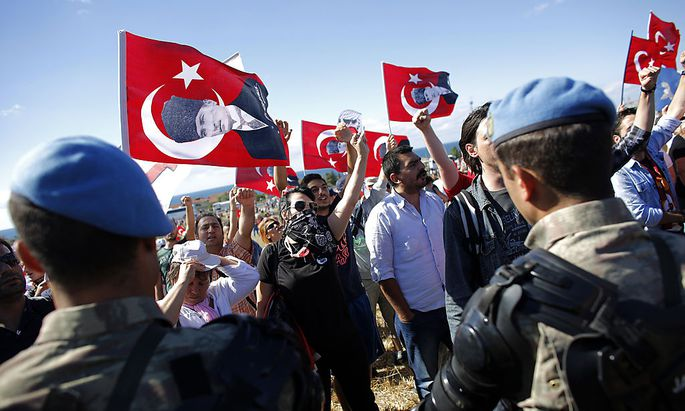 Protesters are blocked by Turkish soldiers as they try to march to a courthouse in Silivri