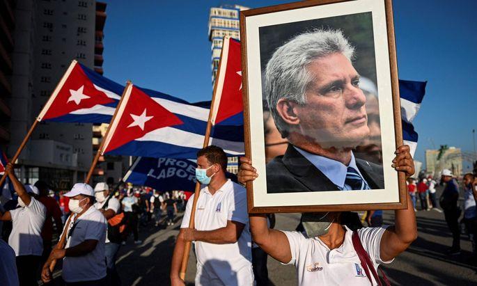Ein Bild von Präsident Diaz-Canel: Er ruft dazu auf, die kubanische Revolution von 1959 auf den Straßen zu verteidigen.