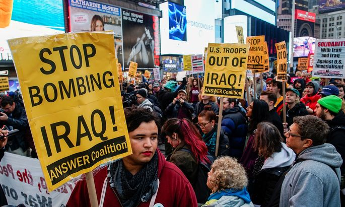 In dutzenden US-Städten sind am Samstag Demonstranten auf die Straße gegangen, um gegen die gezielte Tötung des iranischen Top-Generals Qassem Soleimani bei einem US-Drohnenangriff zu protestieren
