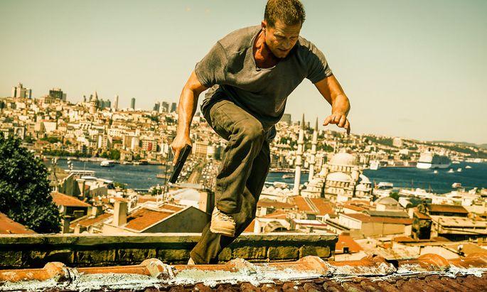 """""""Tschiller: Off Duty"""": Til Schweiger über den Dächern von Istanbul. Man fühlt sich frappant an den Liam-Neeson-Film """"Taken 2"""" erinnert."""