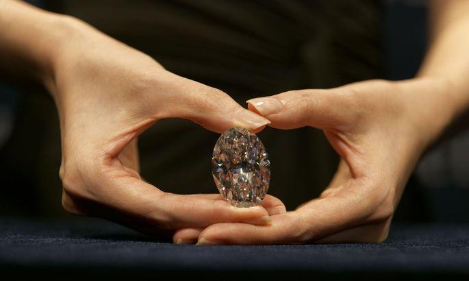 Der große weiße Diamant wird in Hongkong versteigert.