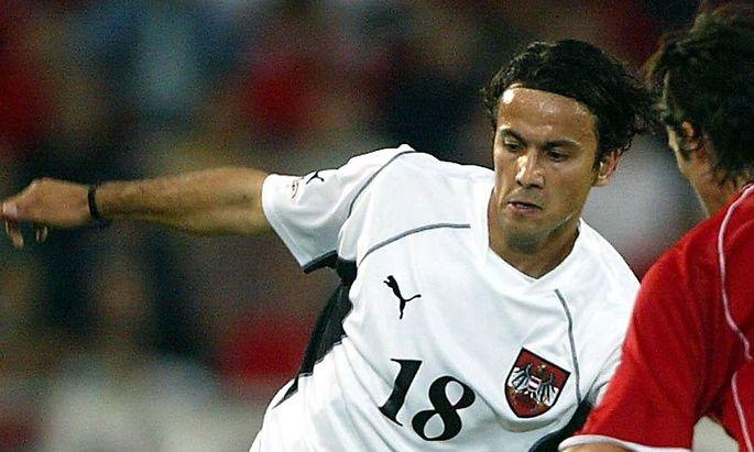 Archivbild: Volkan Kahraman bei einem Länderspiel gegen die Schweiz am 21. August 2002.