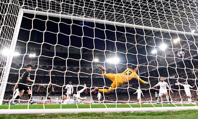 Weißes Ballett am Boden: Real Madrid steht nach dem 1:2 gegen Manchester City beim Rückspiel in England enorm unter Druck.