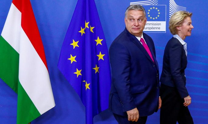 FILE PHOTO: Hungarian Prime Minister Viktor Orban meets European Commission President Ursula von der Leyen in Brussels