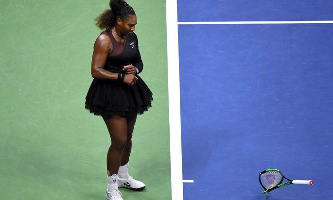 Serena Williams zerschmettert ihren Schläger