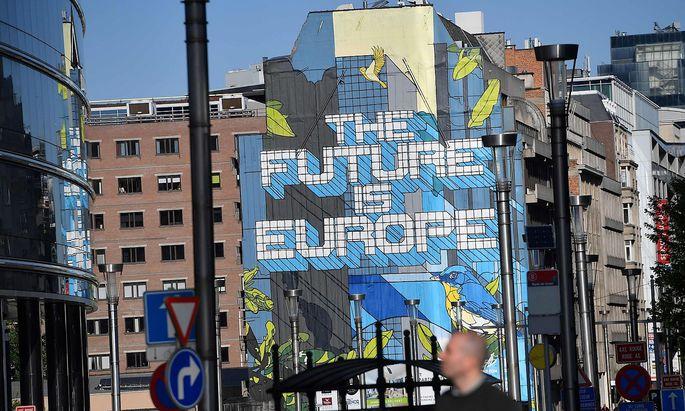 """""""Die Zukunft ist Europa"""" prangt an einer Mauer in Brüssel."""