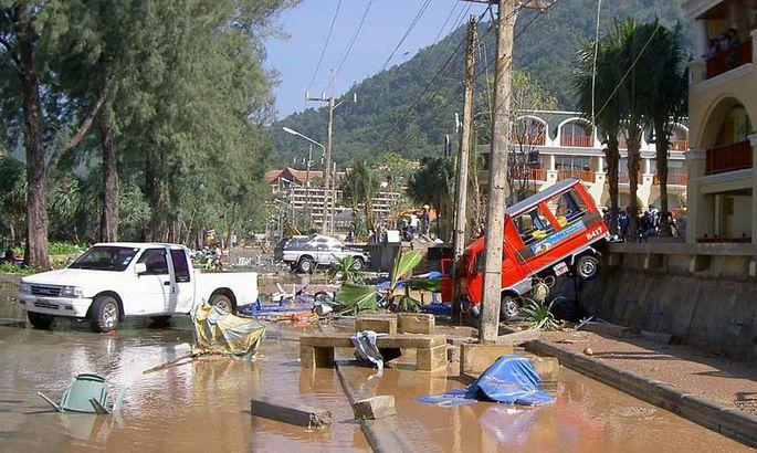 Eines der ersten Bilder aus Phuket, das am 26. Dezember 2014 nach dem Tsunami über die Presseagenturen ausgeschickt wurde.