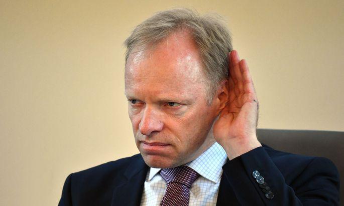 Der liberale deutsche Ökonom Clemens Fuest fordert einen noch härteren Lockdown.imago images  Sven Simon