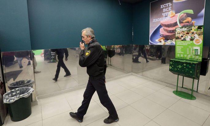 Sicherheitskräfte im Supermarkt, nach dem Anschlag